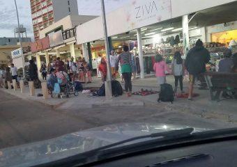 """""""Manteros """"en la rambla de Piriápolis; """"te vendían alcohol a 100 pesos, caipiriña a 100 pesos"""", dijo Beto Goio"""