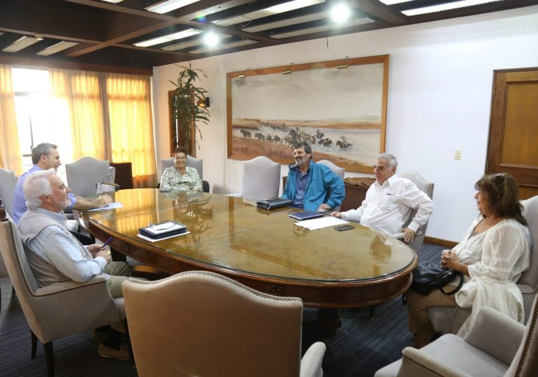 Intendente Bentancur recibió a delegación del FA